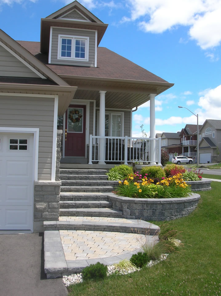 Multiple step entrance with landings and planters
