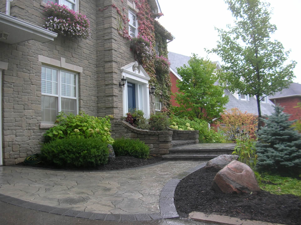 Entrance with Mega Arbel paver and raised landing