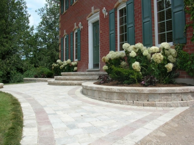 Planter walls with Roman Pisa blocks and coping