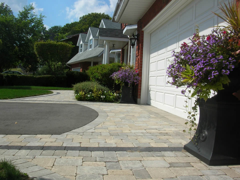 Driveway interlock apron with charcoal accenting