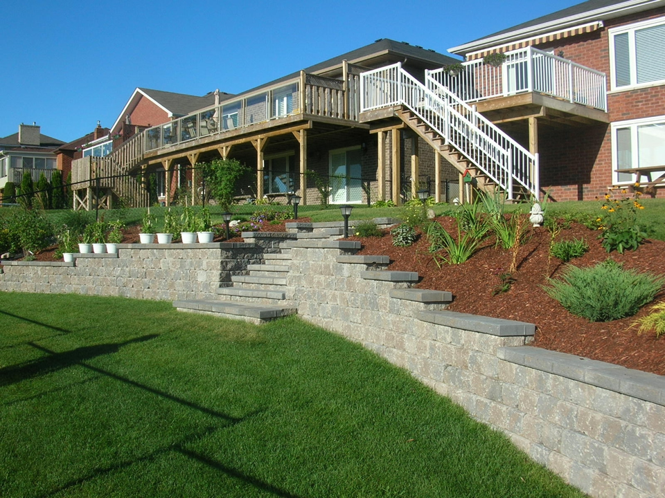 Two level back yard retaining wall