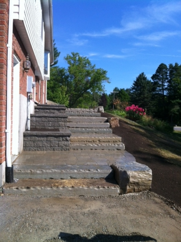 Pisa II Terraced planters and Natural Stone steps